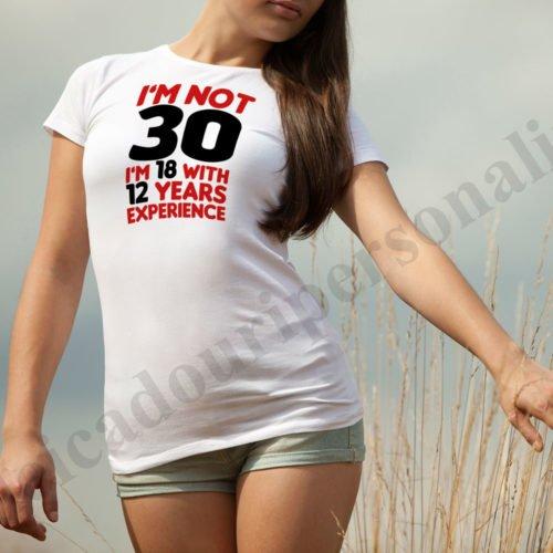 Tricou inscriptionat cu varsta dama
