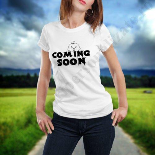 Tricou cu mesaj Coming Soon, idei cadouri personalizate